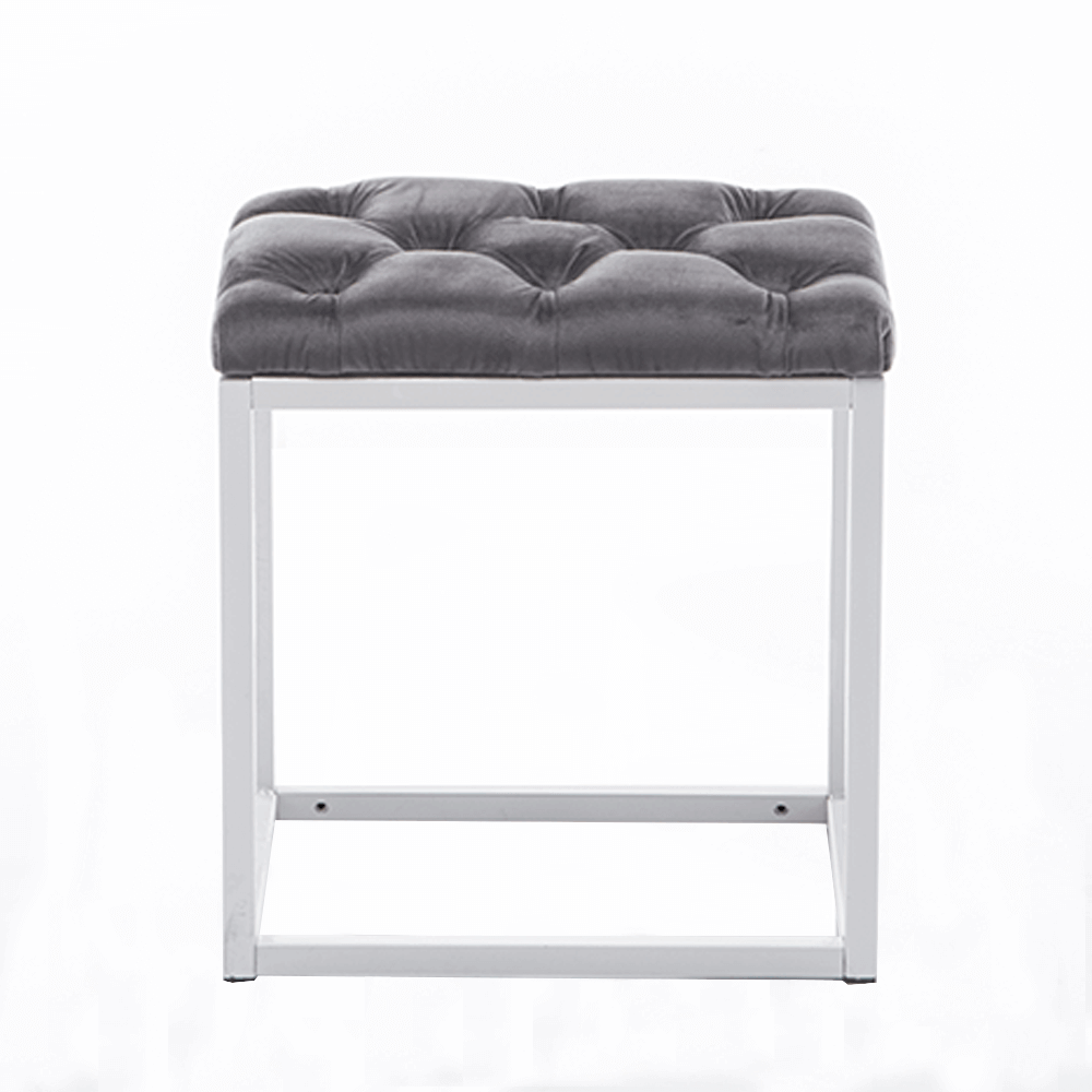 Jednoduchý a moderný taburet RANGER premení vᚠdomov na štýlové a útulné miesto.